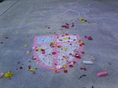 Los niños adornaron el signo de la Iglesia Episcopal con flores brillantes